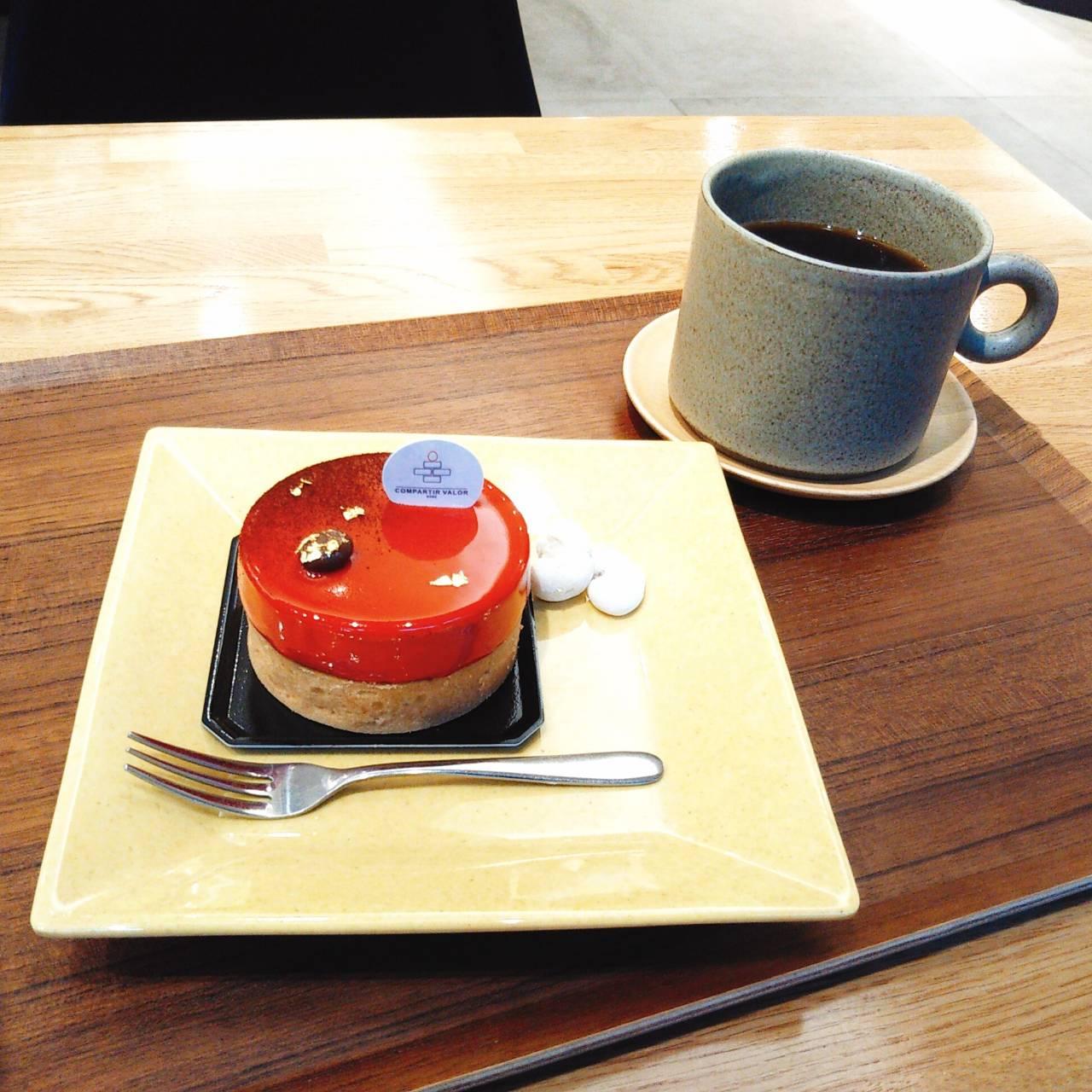 栄町のレトロビルに 老舗 「元町ケーキ」の新ブランド『コンパルティール ヴァロール』