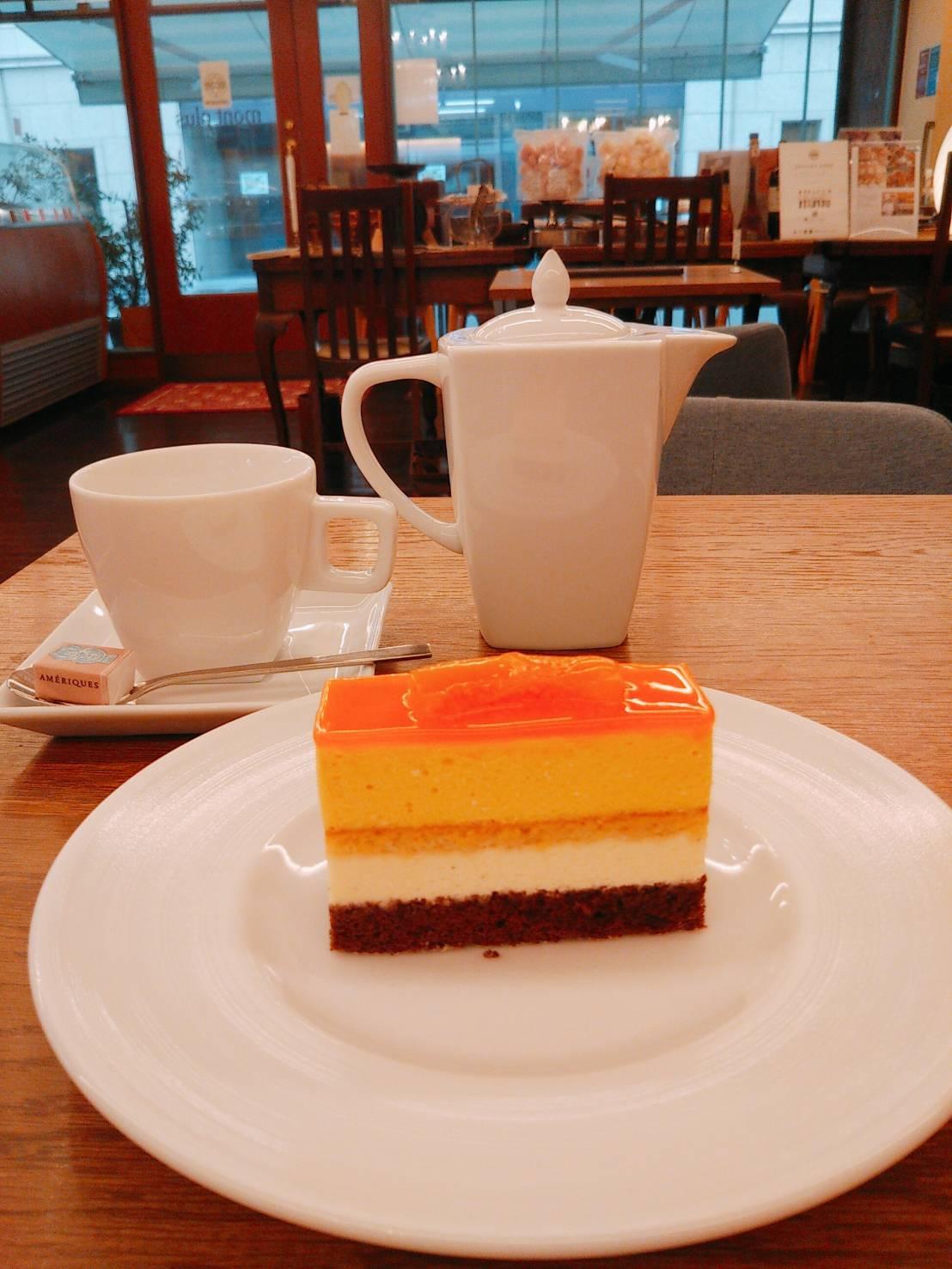 神戸乙仲通りに行列のできる フランス菓子の名店『パティスリー モンプリュ本店』