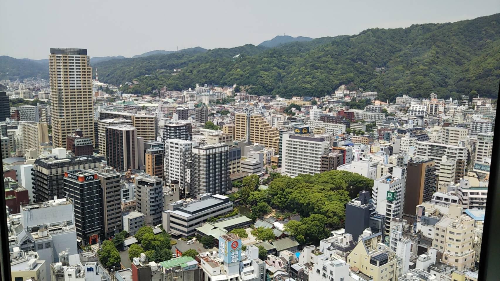 神戸の北西山側風景 生田神社を望む