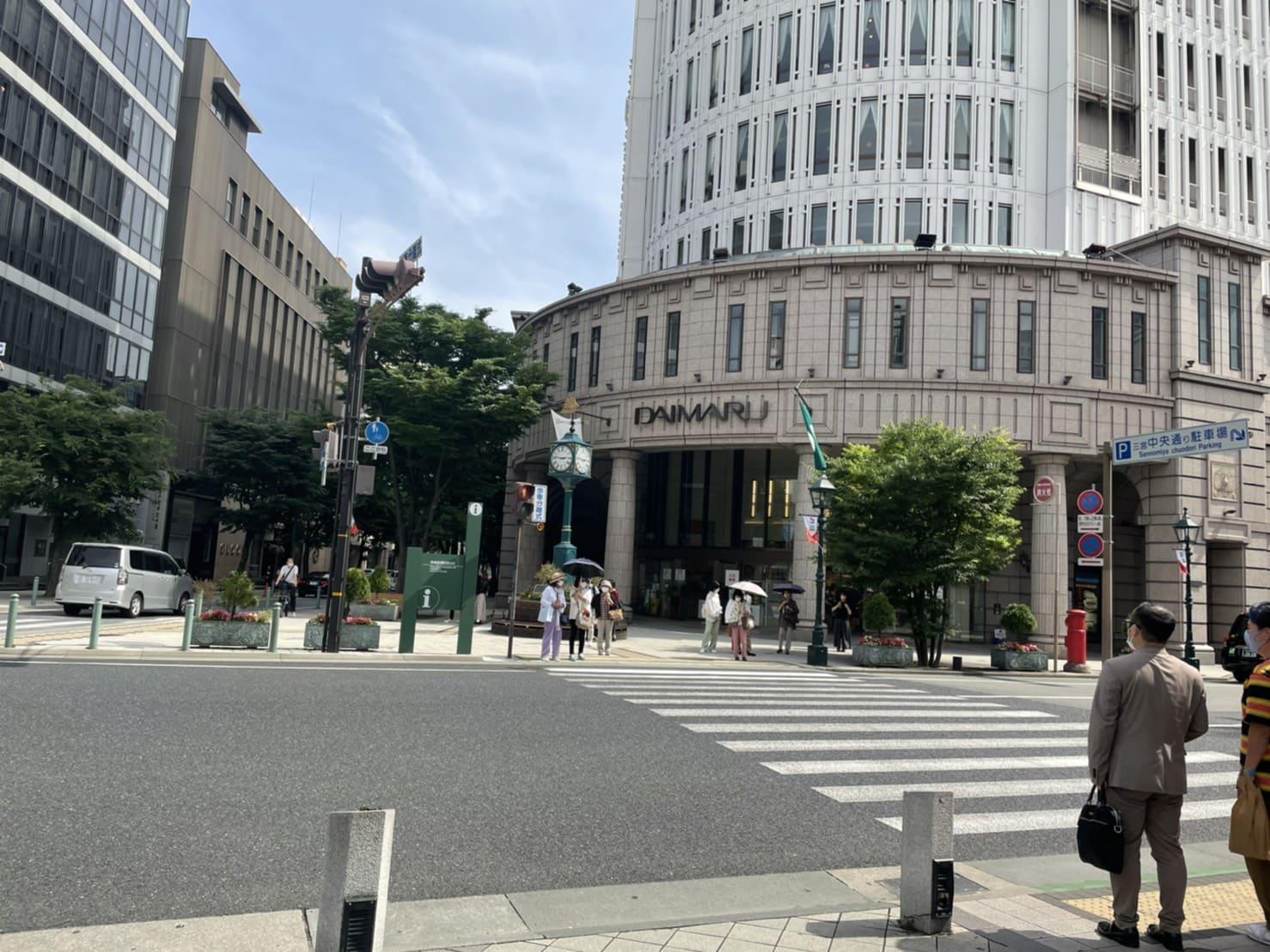 DAIMARU前の横断歩道