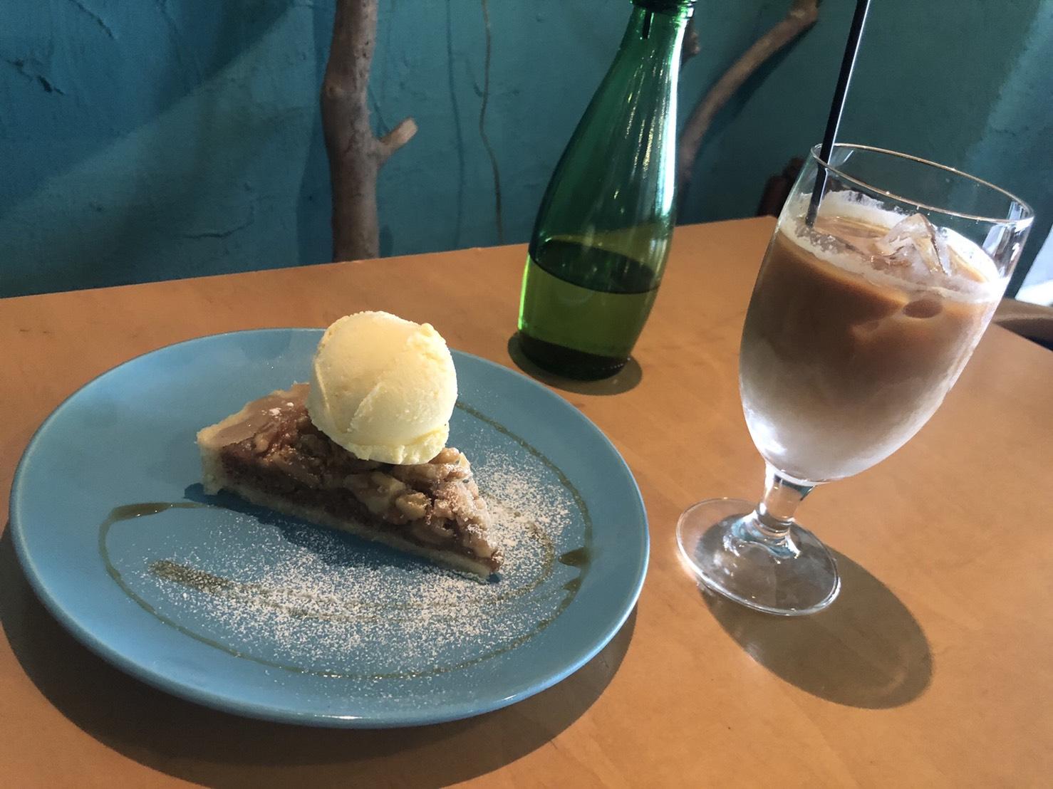 ターコイズ色のカフェ『YIDAKI CAFE(イダキカフェ)』