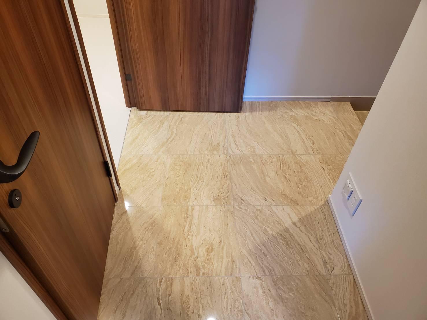 室内廊下(床の大理石はオプション)