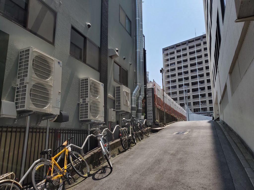 鯉川筋から西に入ったところにあった私学会館が取り壊され、新たな建築が始まっています。